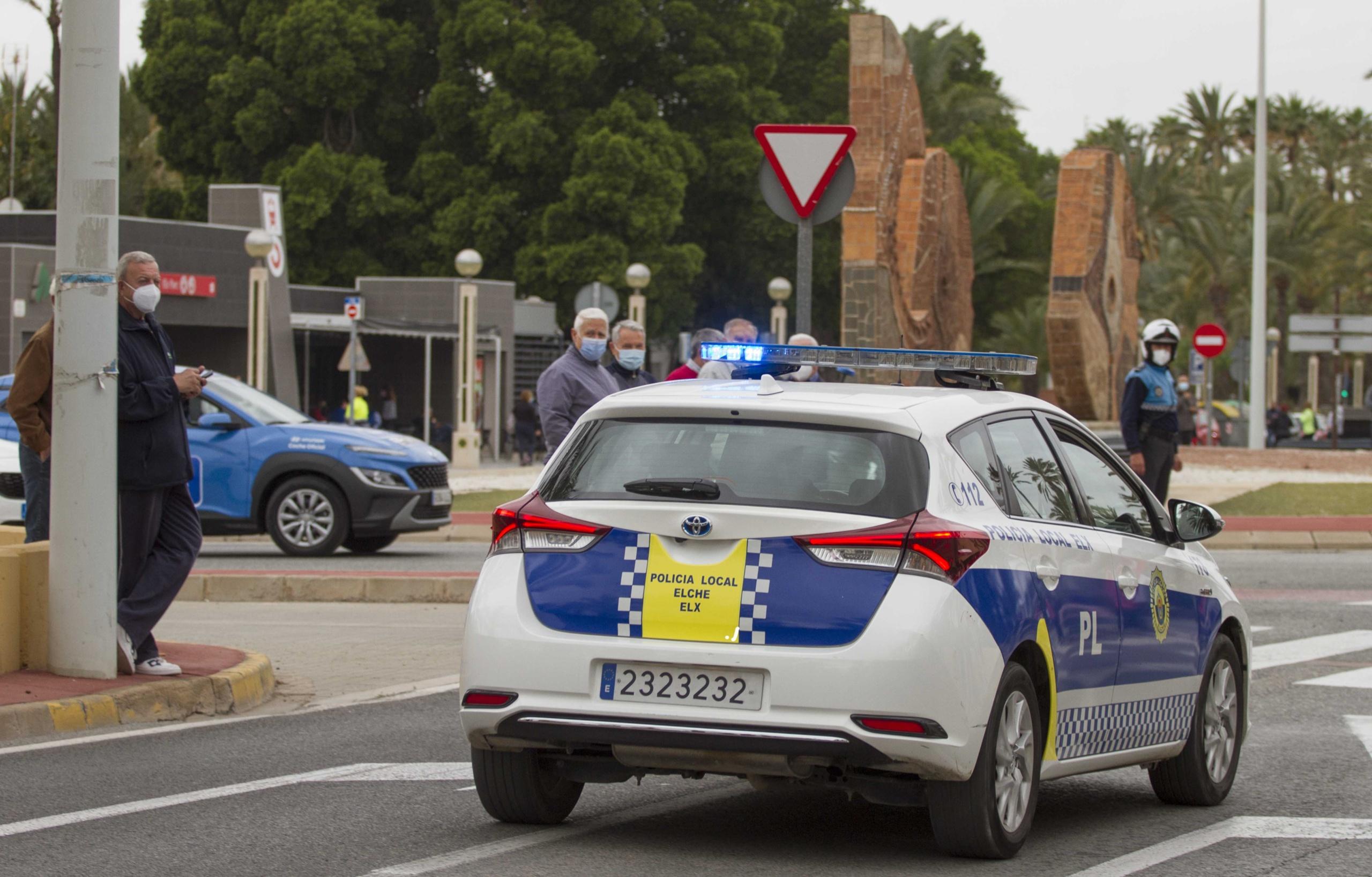 La Policía Local detiene a un hombre por agredir con arma blanca