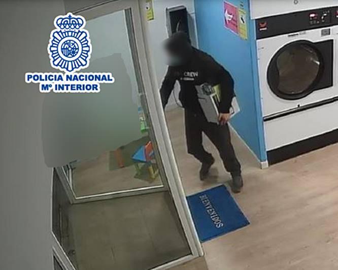 La Policía Nacional ha detenido a una pareja por robar en seis ocasiones en lavanderías autoservicio